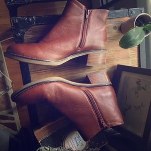 ROCKPORT//brown leather boots 9.5